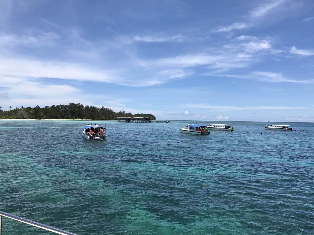 生态环境部第一艘专业海洋生态环境监测船出海