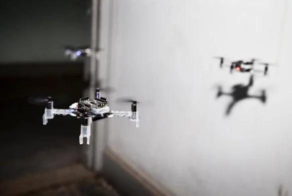 微型无人机配备光学传感器和IMU 可进行人员搜救