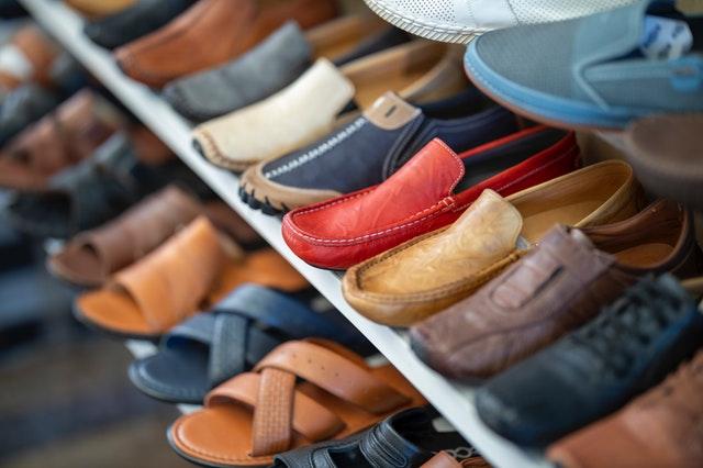 """""""老人鞋""""质量不过关 银发产业发展无法保障?"""